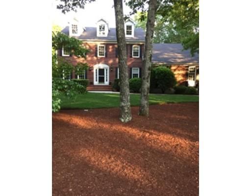 Maison unifamiliale pour l Vente à 7 Mary Way Foxboro, Massachusetts 02035 États-Unis
