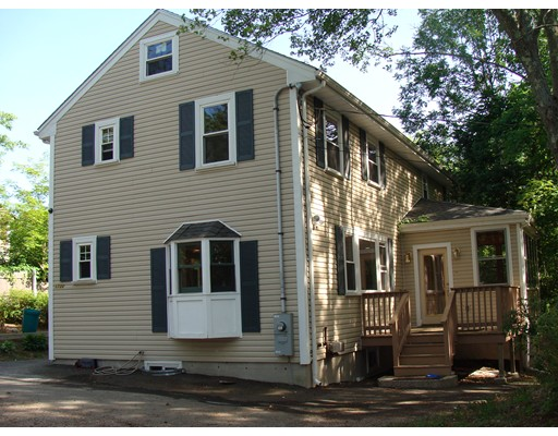 Casa Unifamiliar por un Venta en 1730 Central Street Stoughton, Massachusetts 02072 Estados Unidos