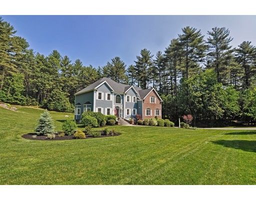 Maison unifamiliale pour l Vente à 7 Pond View Road Holliston, Massachusetts 01746 États-Unis