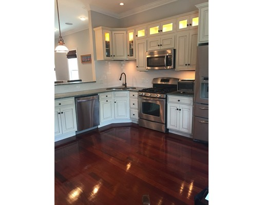 Additional photo for property listing at 883 East Broadway  Boston, Massachusetts 02127 Estados Unidos