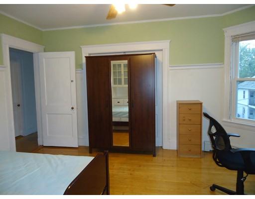 Casa Unifamiliar por un Alquiler en 12 Gordon Terrace Newton, Massachusetts 02458 Estados Unidos