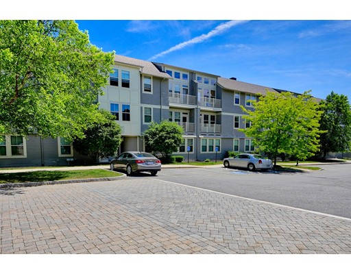 2 Harvest Dr 102, North Andover, MA 01845