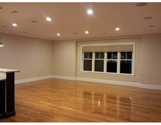 Additional photo for property listing at 360 W 2Nd Street  Boston, Massachusetts 02127 Estados Unidos