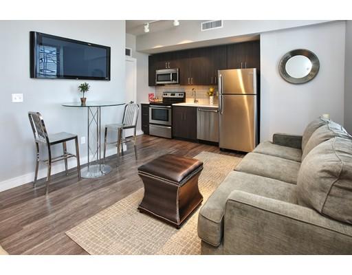 Casa Unifamiliar por un Alquiler en 30 Willow Street Lynn, Massachusetts 01901 Estados Unidos