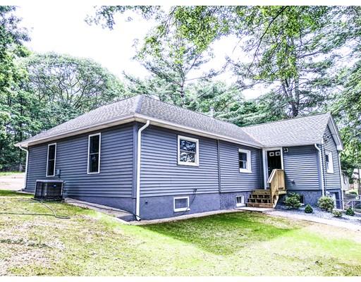 Maison unifamiliale pour l Vente à 8 Park Street Blackstone, Massachusetts 01504 États-Unis