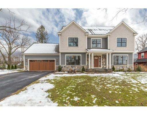 Casa Unifamiliar por un Venta en 88 HANSCOM AVENUE Reading, Massachusetts 01867 Estados Unidos