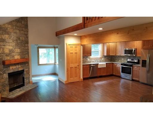 Частный односемейный дом для того Продажа на 246 Owls Nest Lane Tolland, Массачусетс 01034 Соединенные Штаты
