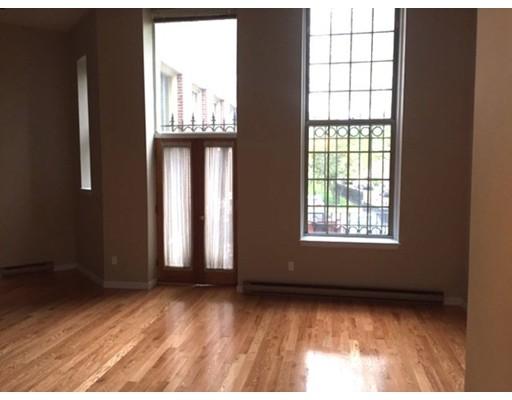 独户住宅 为 出租 在 743 E 4th 波士顿, 马萨诸塞州 02127 美国