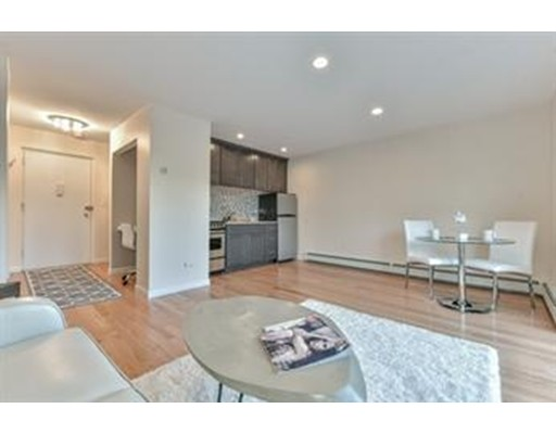Additional photo for property listing at 2595 Massachusetts Avenue  Cambridge, Massachusetts 02410 Estados Unidos