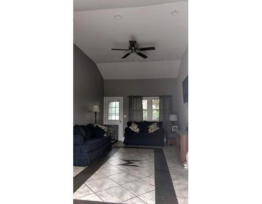 واحد منزل الأسرة للـ Sale في 320 Monponsett 320 Monponsett Halifax, Massachusetts 02338 United States