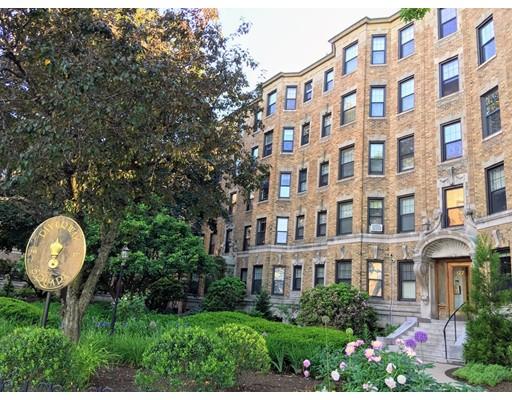 Casa Unifamiliar por un Alquiler en 122 Riverway Boston, Massachusetts 02215 Estados Unidos