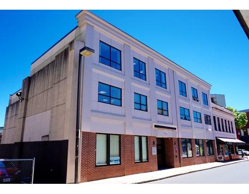 Commercial pour l Vente à 11 Dartmouth Street Malden, Massachusetts 02148 États-Unis