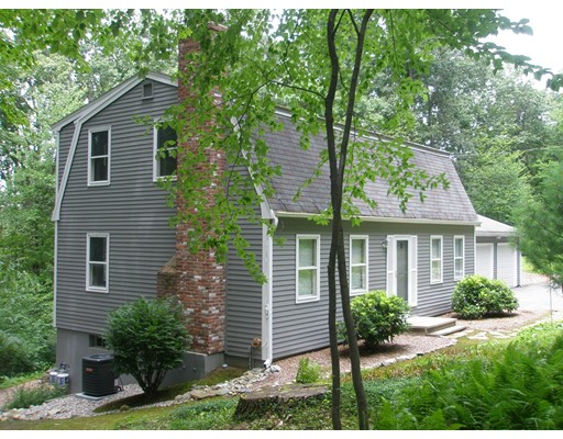 Casa Unifamiliar por un Venta en 98 Vaughn Hill Road Bolton, Massachusetts 01740 Estados Unidos