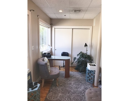 Additional photo for property listing at 222 North Street 222 North Street Hingham, Massachusetts 02043 United States