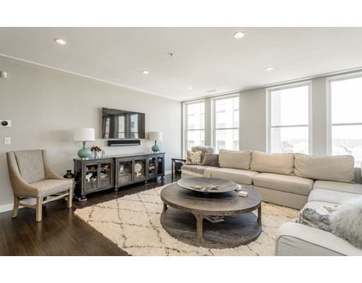 Condominio por un Venta en 335 West 2nd Street Boston, Massachusetts 02127 Estados Unidos
