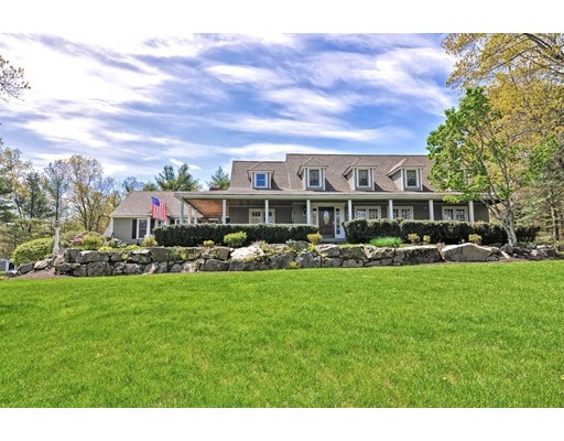 Casa Unifamiliar por un Venta en 10 Stop River Road Norfolk, Massachusetts 02056 Estados Unidos