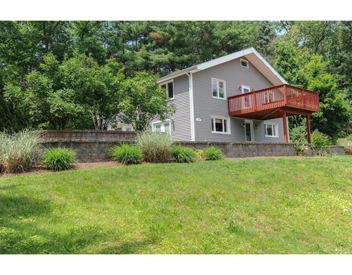Single Family Home for Sale at 943 South East Street 943 South East Street Amherst, Massachusetts 01002 United States