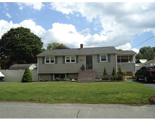 196 Donald Tennant Circle, North Attleboro, MA 02760