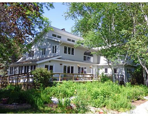 Частный односемейный дом для того Продажа на 138 Lower Road Deerfield, Массачусетс 01342 Соединенные Штаты