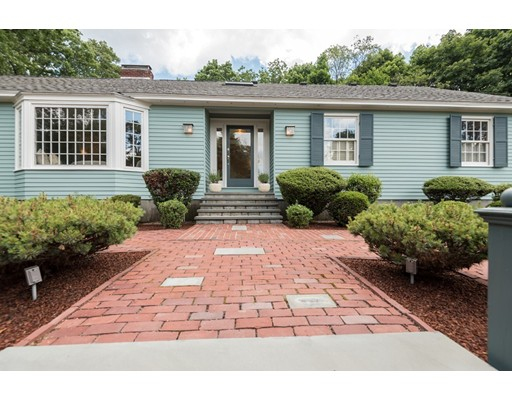 واحد منزل الأسرة للـ Sale في 18 WILDWOOD ROAD Andover, Massachusetts 01810 United States