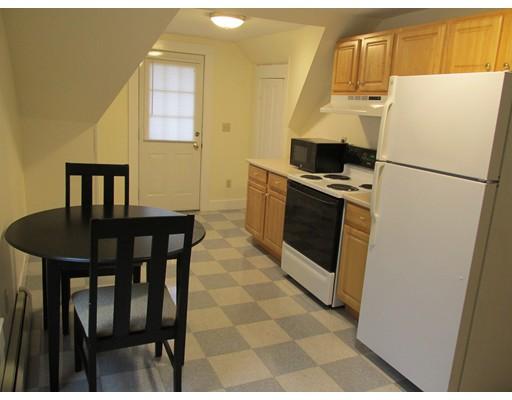 Casa Unifamiliar por un Alquiler en 390 Pleasant Street Gardner, Massachusetts 01440 Estados Unidos