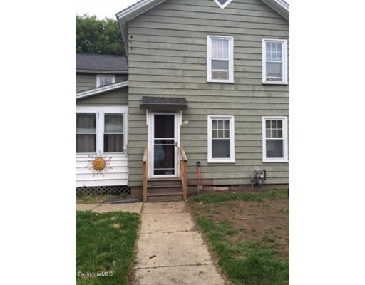 واحد منزل الأسرة للـ Sale في 83 Flansburg Avenue Dalton, Massachusetts 01226 United States