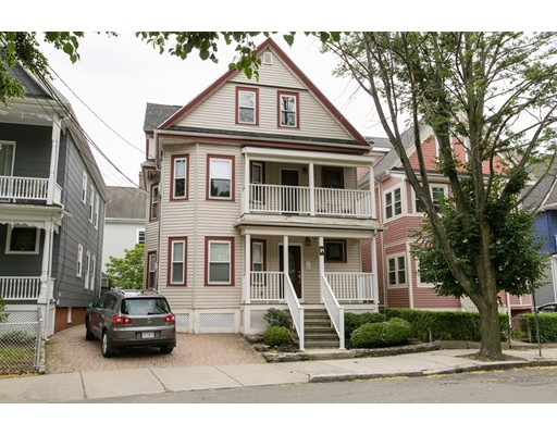Casa Multifamiliar por un Venta en 84 Lexington Avenue Somerville, Massachusetts 02144 Estados Unidos