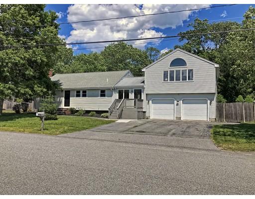Maison unifamiliale pour l Vente à 42 Rangeley Avenue Brockton, Massachusetts 02301 États-Unis