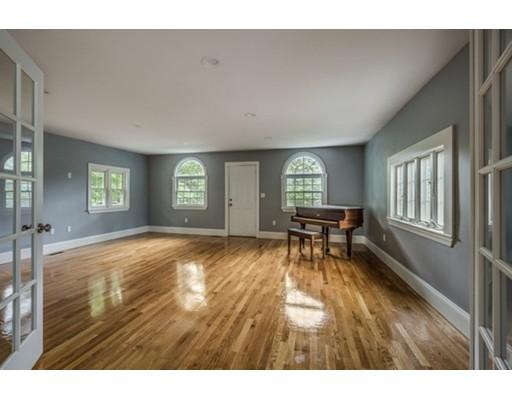 Single Family Home for Sale at 10 Glendale Road Stoneham, Massachusetts 02180 United States