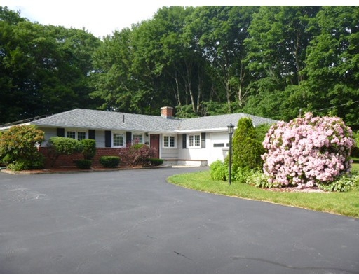 Single Family Home for Sale at 36 Griffin Road Framingham, Massachusetts 01701 United States