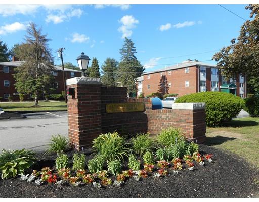 Appartement en copropriété pour l Vente à 2 Colonial Drive Andover, Massachusetts 01810 États-Unis