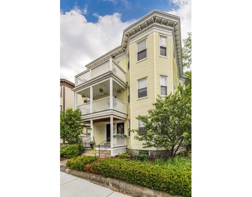 Condominio por un Venta en 1049 Massachusetts Avenue Arlington, Massachusetts 02476 Estados Unidos