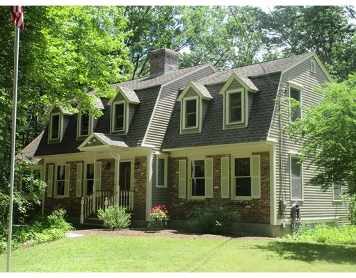 12 Blood St, Pepperell, MA 01463