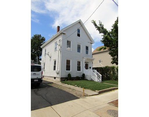 Casa Multifamiliar por un Venta en 210 Spencer Avenue Chelsea, Massachusetts 02150 Estados Unidos