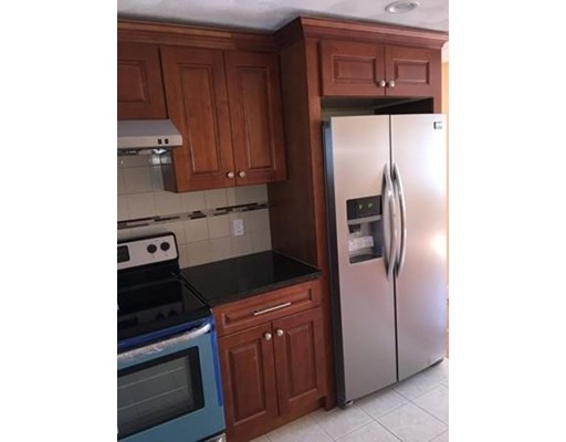 Casa Unifamiliar por un Alquiler en 14 Charles Street Watertown, Massachusetts 02472 Estados Unidos