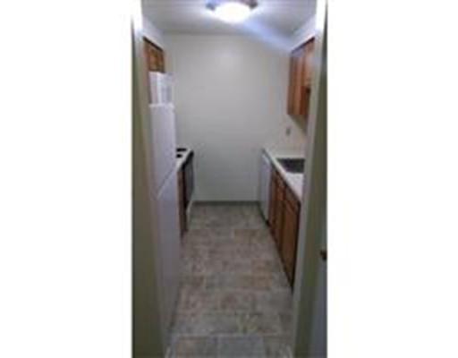 独户住宅 为 出租 在 180 Main Street Bridgewater, 马萨诸塞州 02324 美国