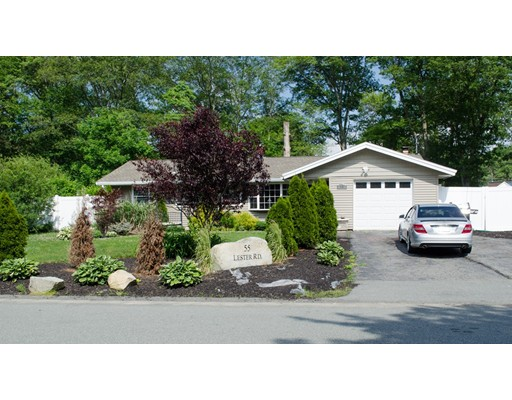 Maison unifamiliale pour l Vente à 55 Lester Road Brockton, Massachusetts 02302 États-Unis