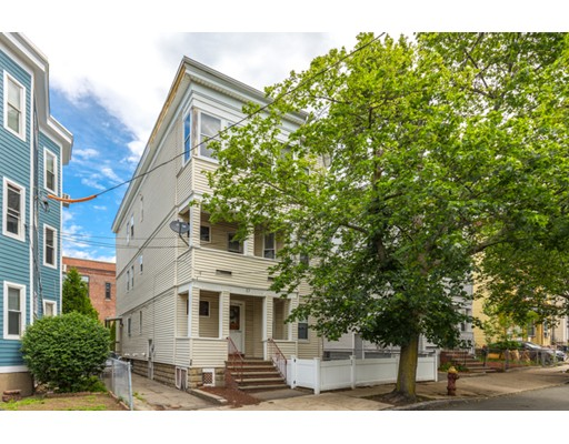 多户住宅 为 销售 在 53 Pearl Street Everett, 马萨诸塞州 02149 美国