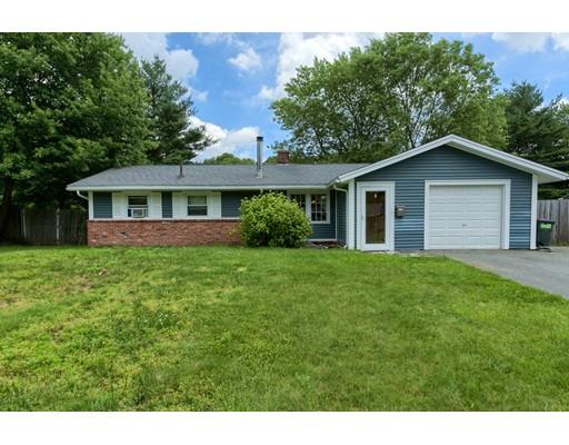 Maison unifamiliale pour l Vente à 123 Elsie Road Brockton, Massachusetts 02302 États-Unis