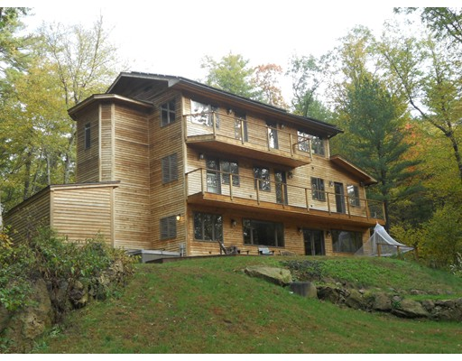 Casa Unifamiliar por un Venta en 92 Peabody Lane 92 Peabody Lane Greenfield, Massachusetts 01301 Estados Unidos