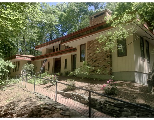 Single Family Home for Sale at 48 Morgan Circle Amherst, Massachusetts 01002 United States