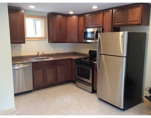 Casa Unifamiliar por un Alquiler en 96 Perry Avenue Stoughton, Massachusetts 02072 Estados Unidos