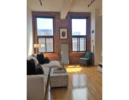 Additional photo for property listing at 320 West 2nd Street 320 West 2nd Street Boston, Massachusetts 02127 États-Unis