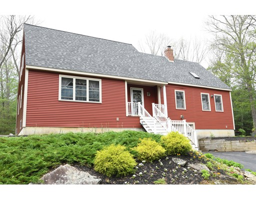 Maison unifamiliale pour l Vente à 23 Town Farm Road Brookfield, Massachusetts 01506 États-Unis