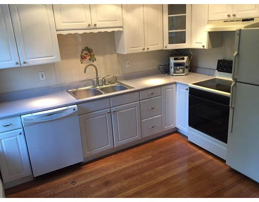 Casa Unifamiliar por un Alquiler en 6 Grant Street Natick, Massachusetts 01760 Estados Unidos
