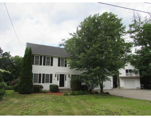 Maison unifamiliale pour l Vente à 17 Roberta Road Blackstone, Massachusetts 01504 États-Unis