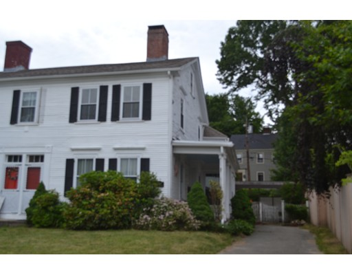 Maison unifamiliale pour l Vente à 424 Main Street Amesbury, Massachusetts 01913 États-Unis