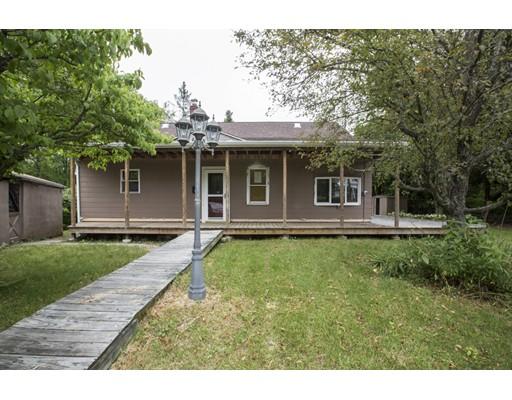 Частный односемейный дом для того Продажа на 4 John Avenue 4 John Avenue North Smithfield, Род-Айленд 02896 Соединенные Штаты