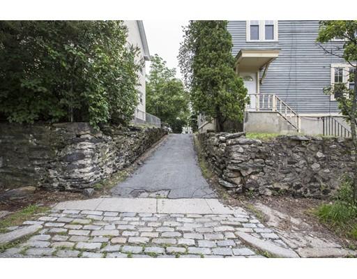 متعددة للعائلات الرئيسية للـ Sale في 119 Cato Street Woonsocket, Rhode Island 02895 United States
