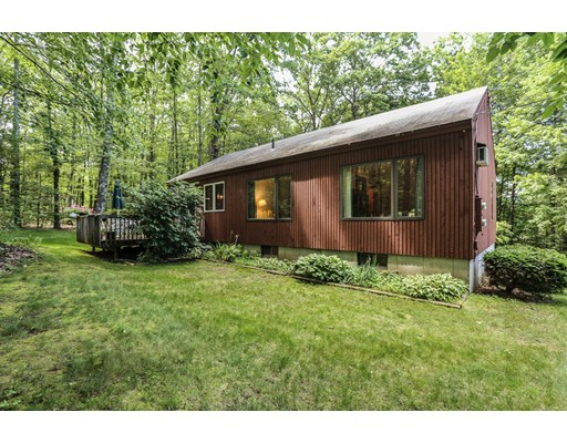 19 Redfield Circle, Derry, NH 03038